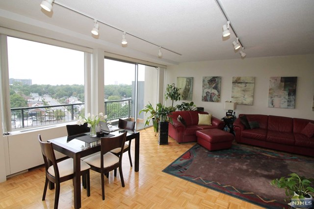 One Bedroom Co-op in Fort Lee for Sale